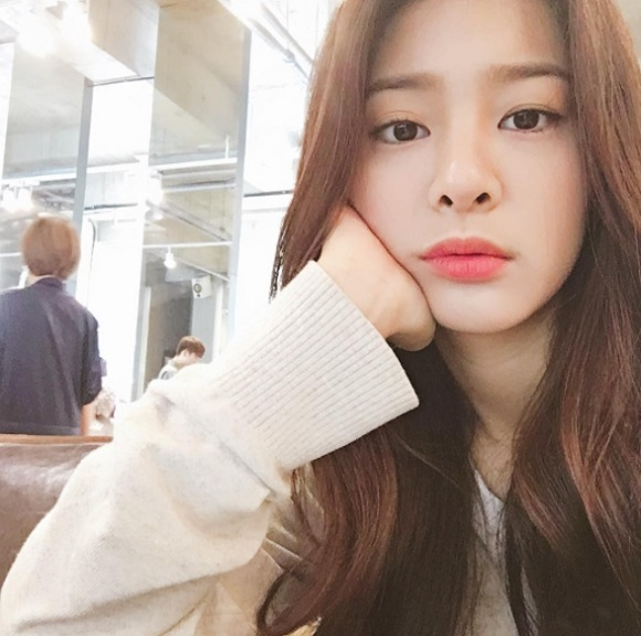 """설인아, 시크한 매력 """"어떻게 봐도 예뻐"""" 무심한 표정"""