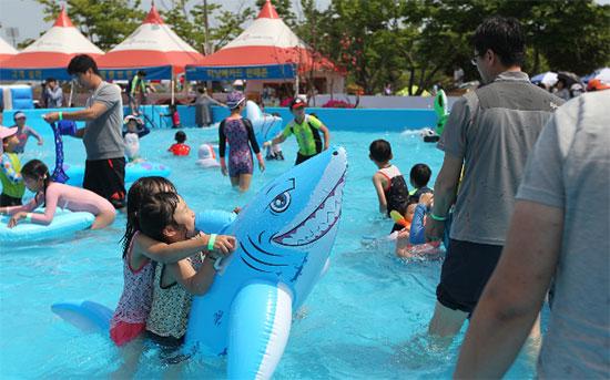 경마장에서 가족이 저렴하게 물놀이 즐기세요
