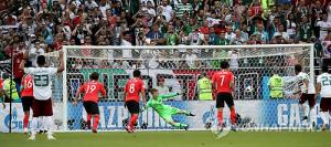 페널티킥 쏟아진 러시아…한국, 2경기 연속 PK에 눈물